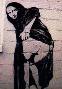 Mona montre son cul